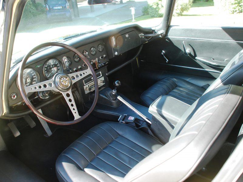 Jaguar E-Type 2+2 interior