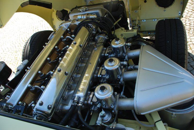 Jaguar E-Type 2+2 detalhe