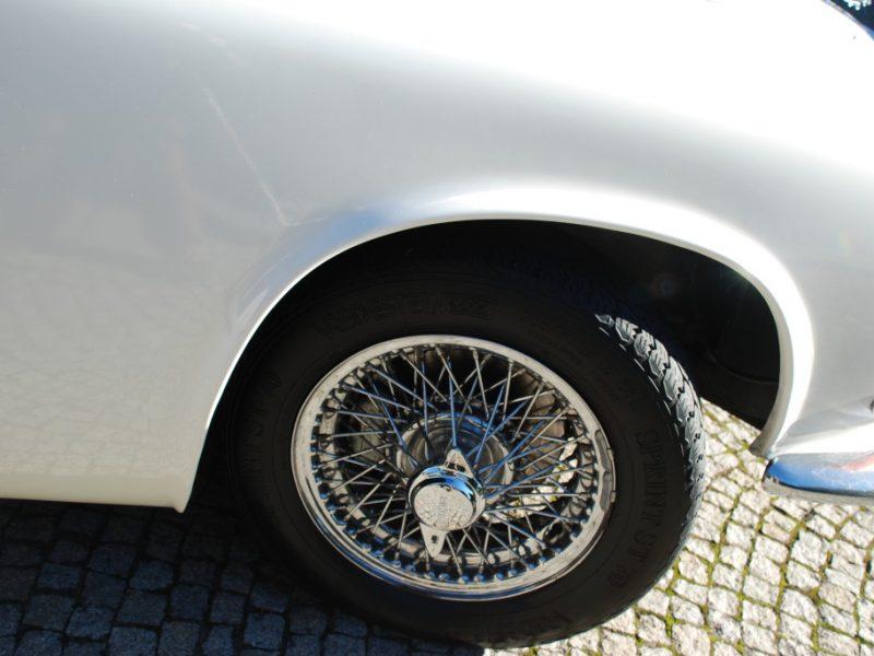 Jaguar 420 Detalhe Jante