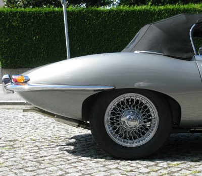 Jaguar E-Type Series I OTS 1965 Opalescent Silver Grey Back Wheel