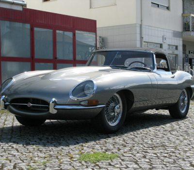 Jaguar E-Type Series I OTS 1965 Opalescent Silver Grey Front