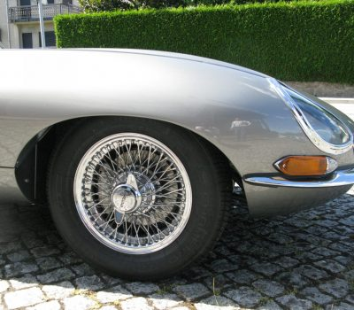 Jaguar E-Type Series I OTS 1965 Opalescent Silver Grey Front Wheel