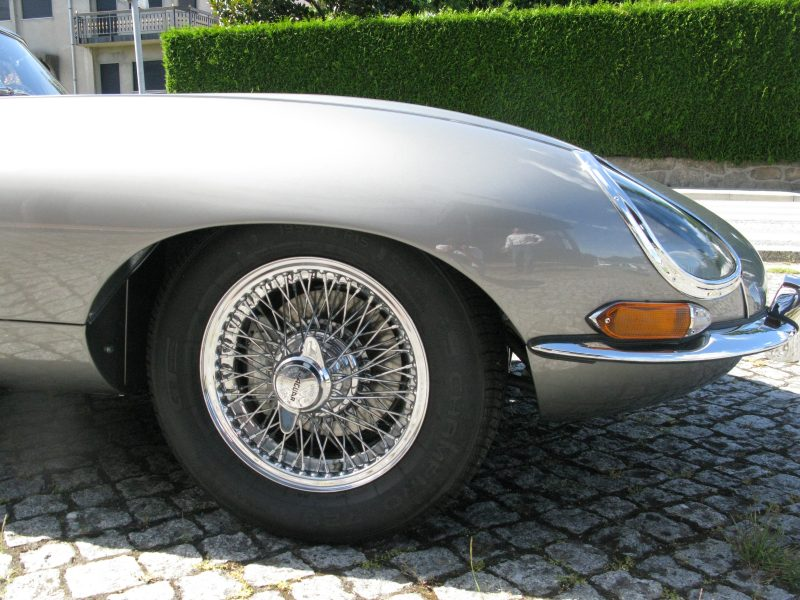 Jaguar E-Type Series I OTS 1965 Opalescent Silver Grey Front Wheel