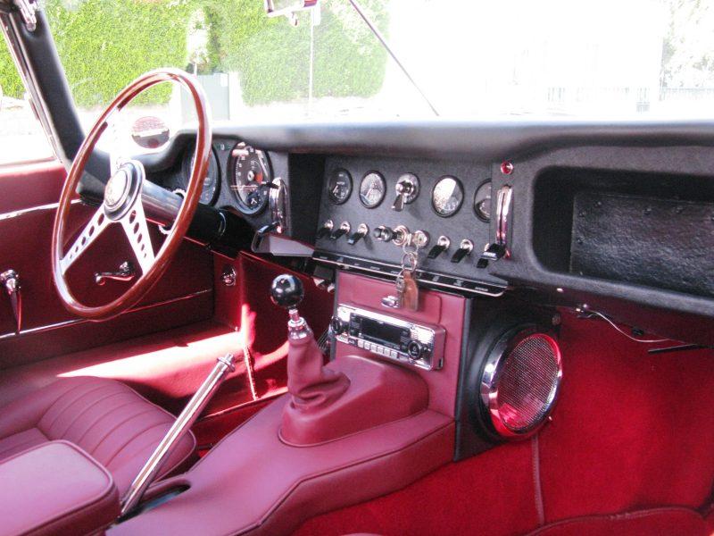 Jaguar E-Type Series I OTS 1965 Opalescent Silver Grey Interior