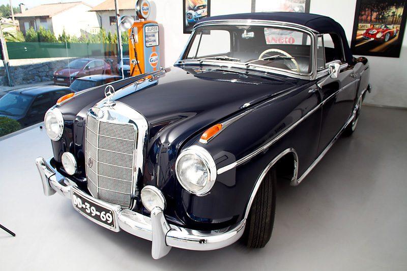 Mercedes-Benz 220S 1957 Frente