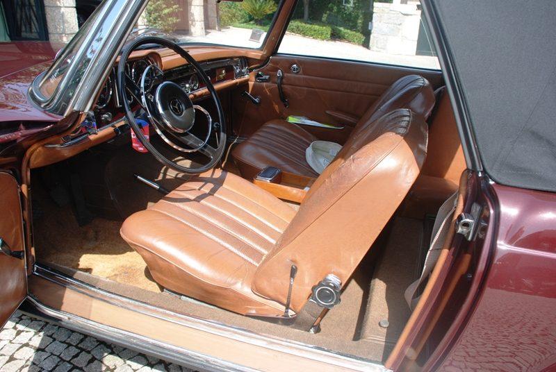 Mercedes-Benz 230SL Pagoda 1965 Bordeaux Front Seats