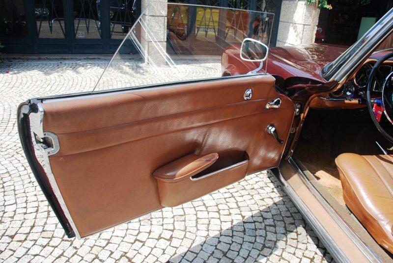 Mercedes-Benz 230SL Pagoda 1965 Bordeaux Left Front Door