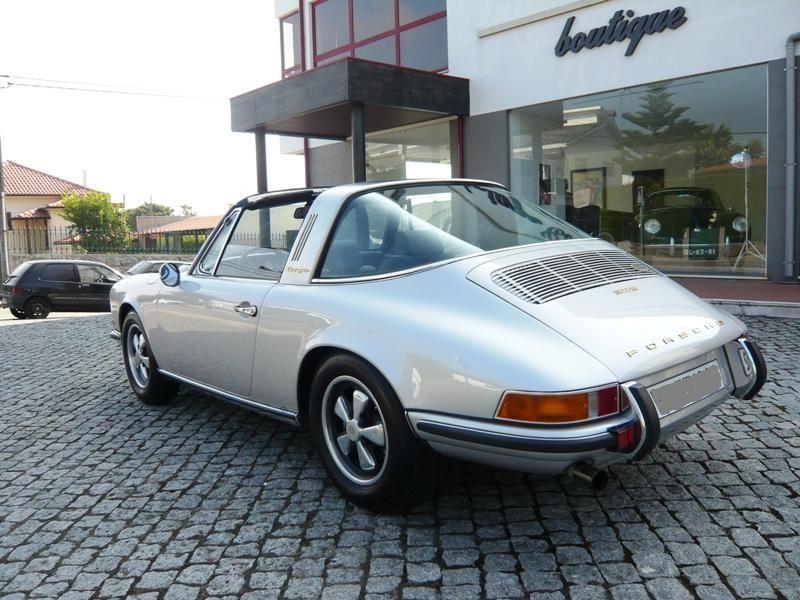 Porsche 911S Targa 1971 Metallic Silver Back