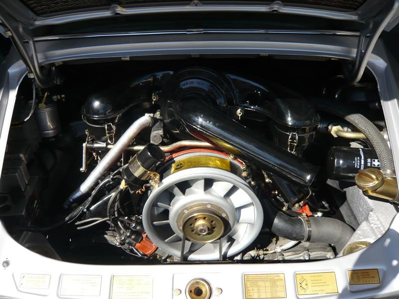 Porsche 911S Targa 1971 Metallic Silver Engine