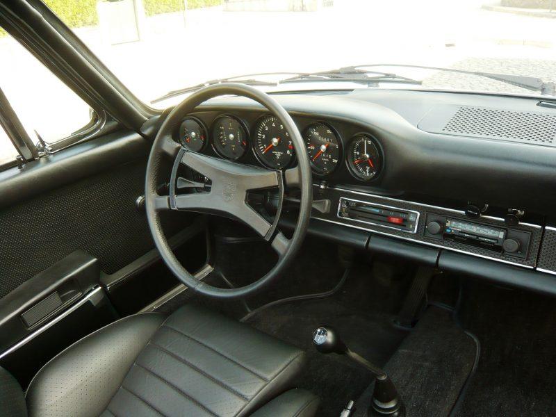 Porsche 911S Targa 1971 Metallic Silver Interior