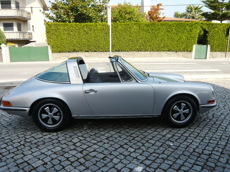 Porsche 911S Targa 1971 Metallic Silver Right Side