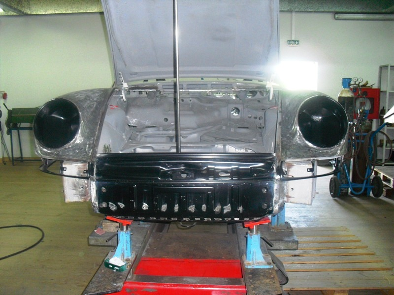 Porsche 911T 1971 White Body Repair