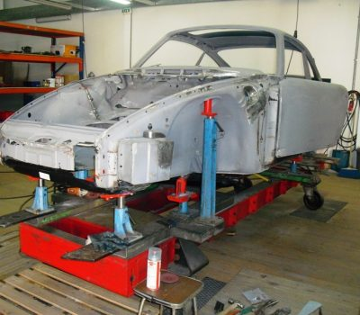 Porsche 911T 1971 White Body Repair Front
