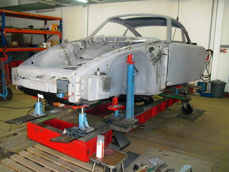 Porsche 911T 1971 White Body Repair Front