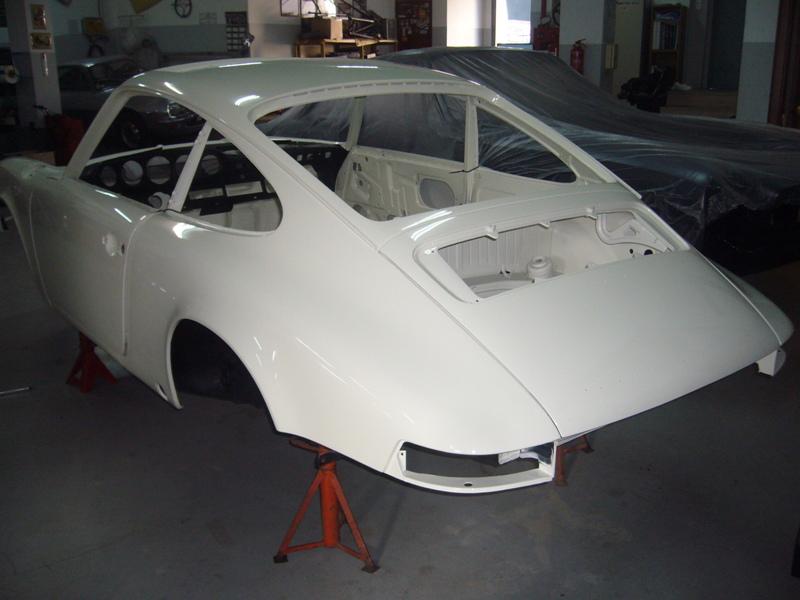 Porsche 911T 1971 White Painting Back