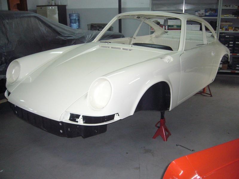 Porsche 911T 1971 White Painting Front