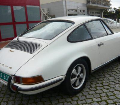 Porsche 911T 1971 White Back