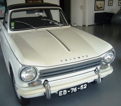 Triumph Herald 1971 White Front Right