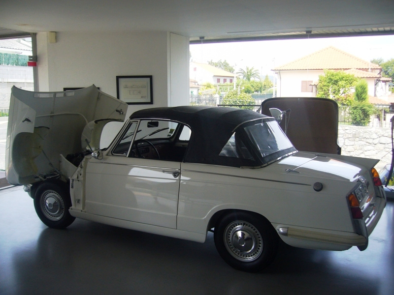 Triumph Herald 1971 White Left Side