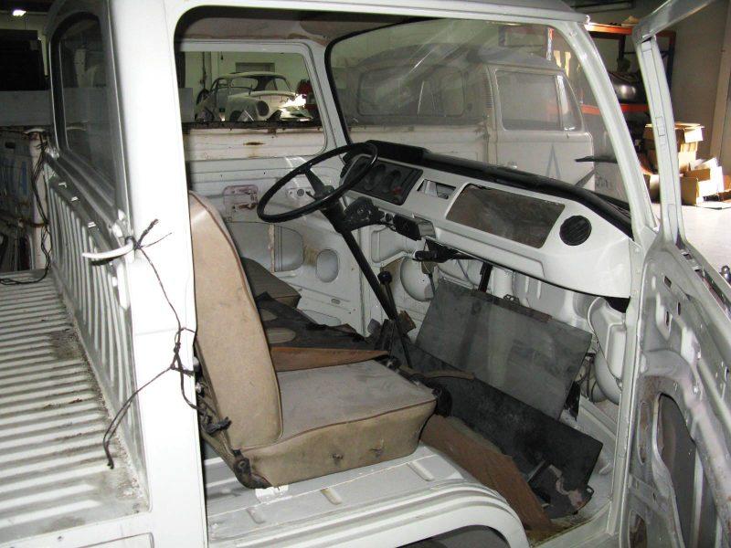 Volkswagen T2 Kombi Pickup 1969 Red Interior